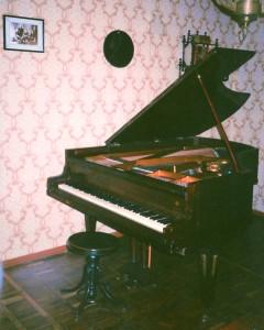 Auf einem Dresdner Flügel zum Erfolg: Das Rönisch-Exemplar Sergej Rachmaninows in Iwanowka. Foto: Carl Rönisch Pianofortemanufaktur.