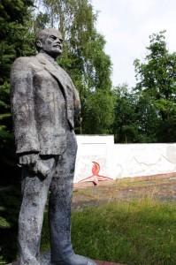 Lenin wacht über den Ruhmespfad.